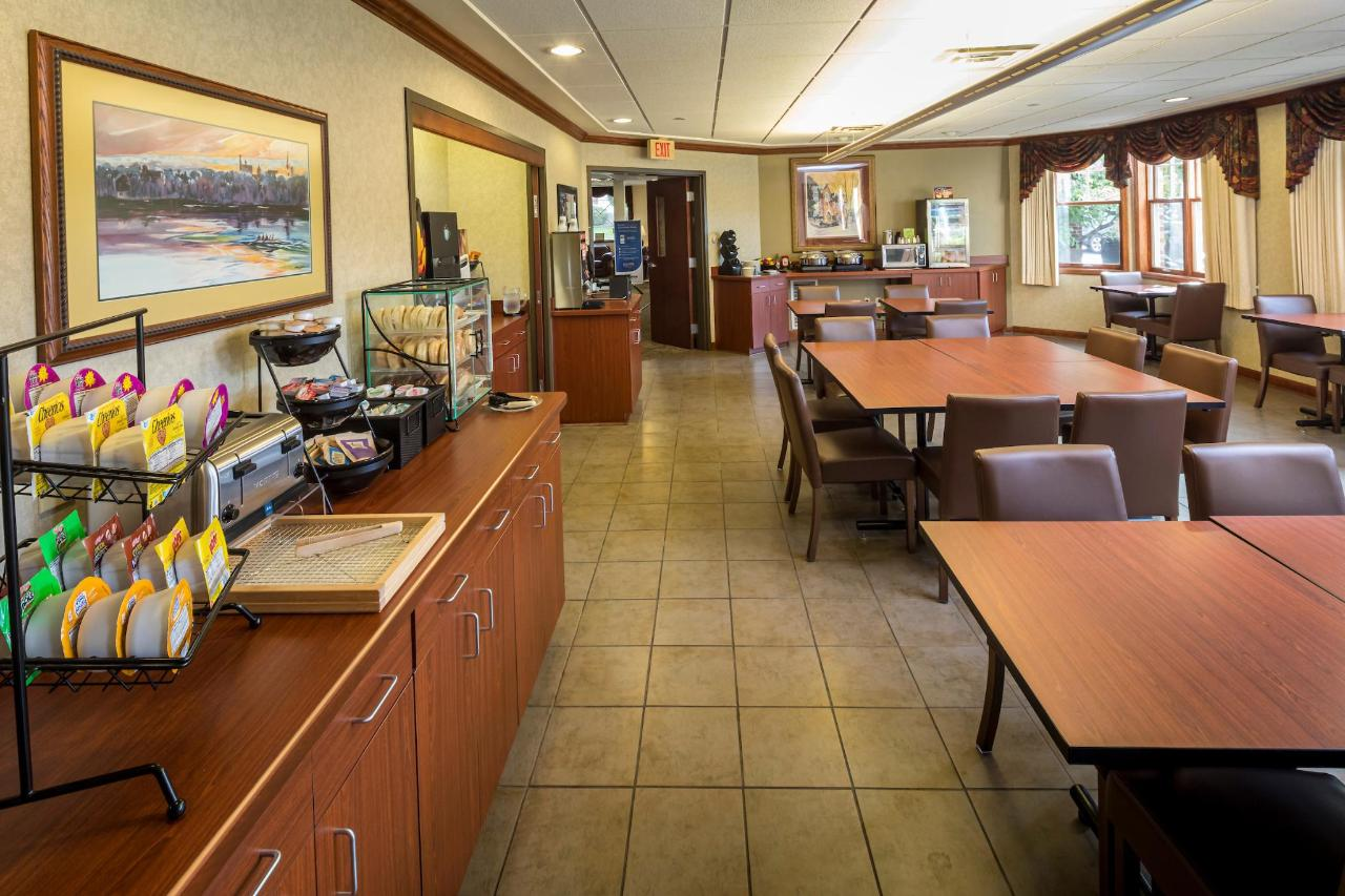Kress Inn Breakfast - Conference Room.JPG