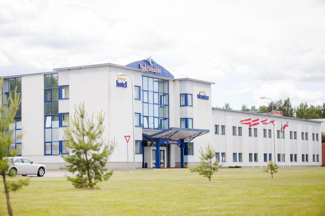 Hotel_Valmiera_Naktsmajas_(0).jpg
