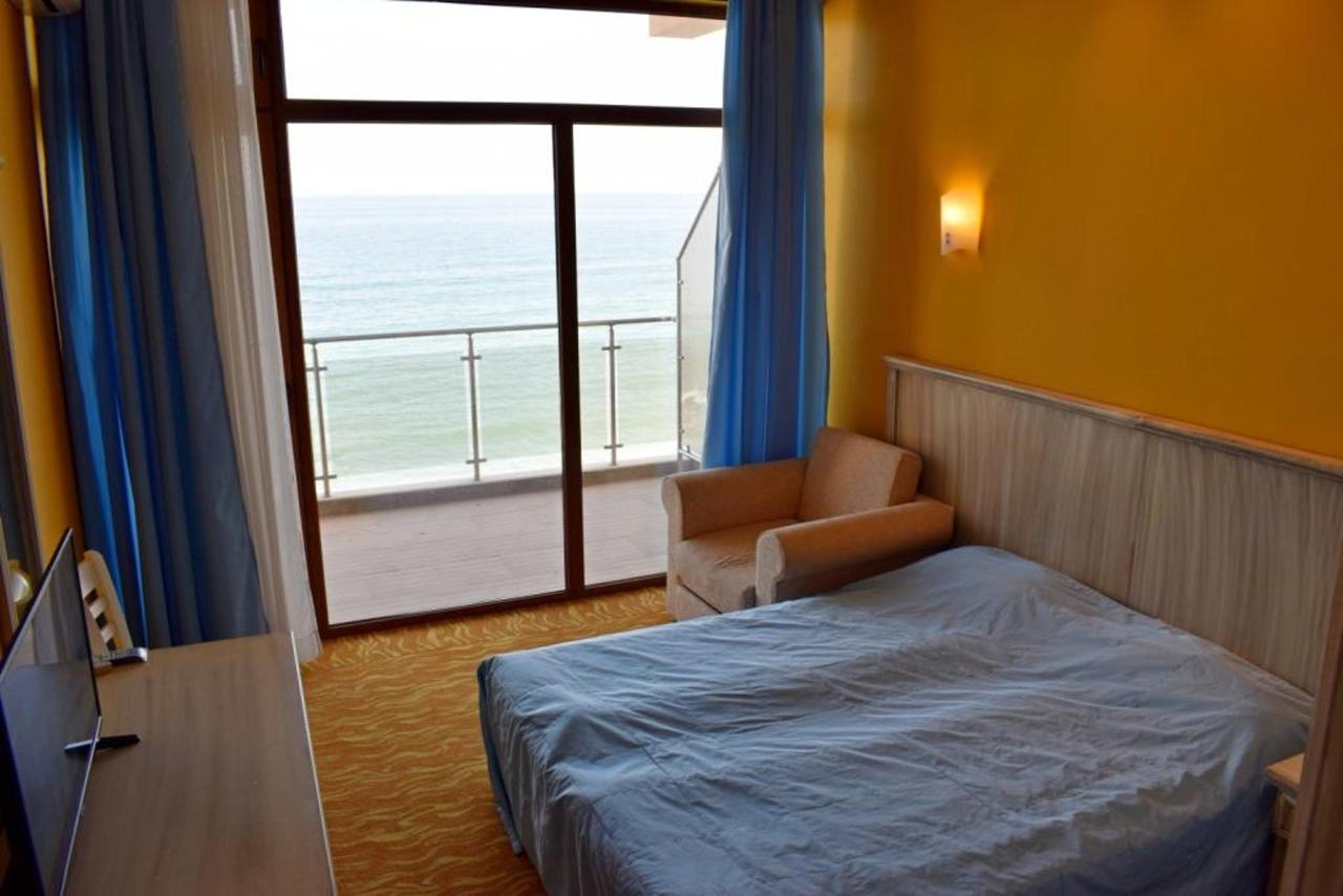 Double Room with Balcony and Sea View 02 compressed.jpg