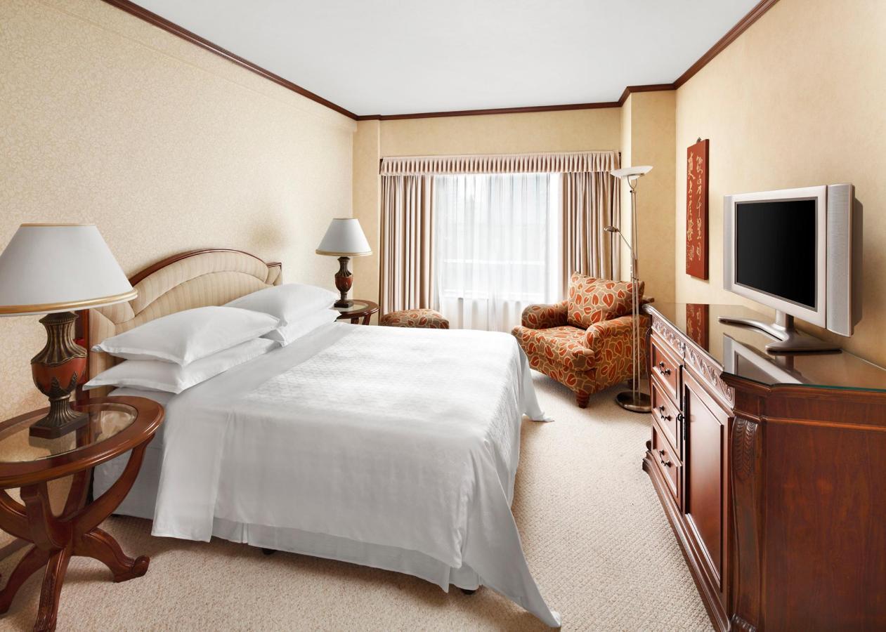 DeluxeSuiteBedroom_at_Hongqiao Jin Jiang Hotel_Shanghai.jpg