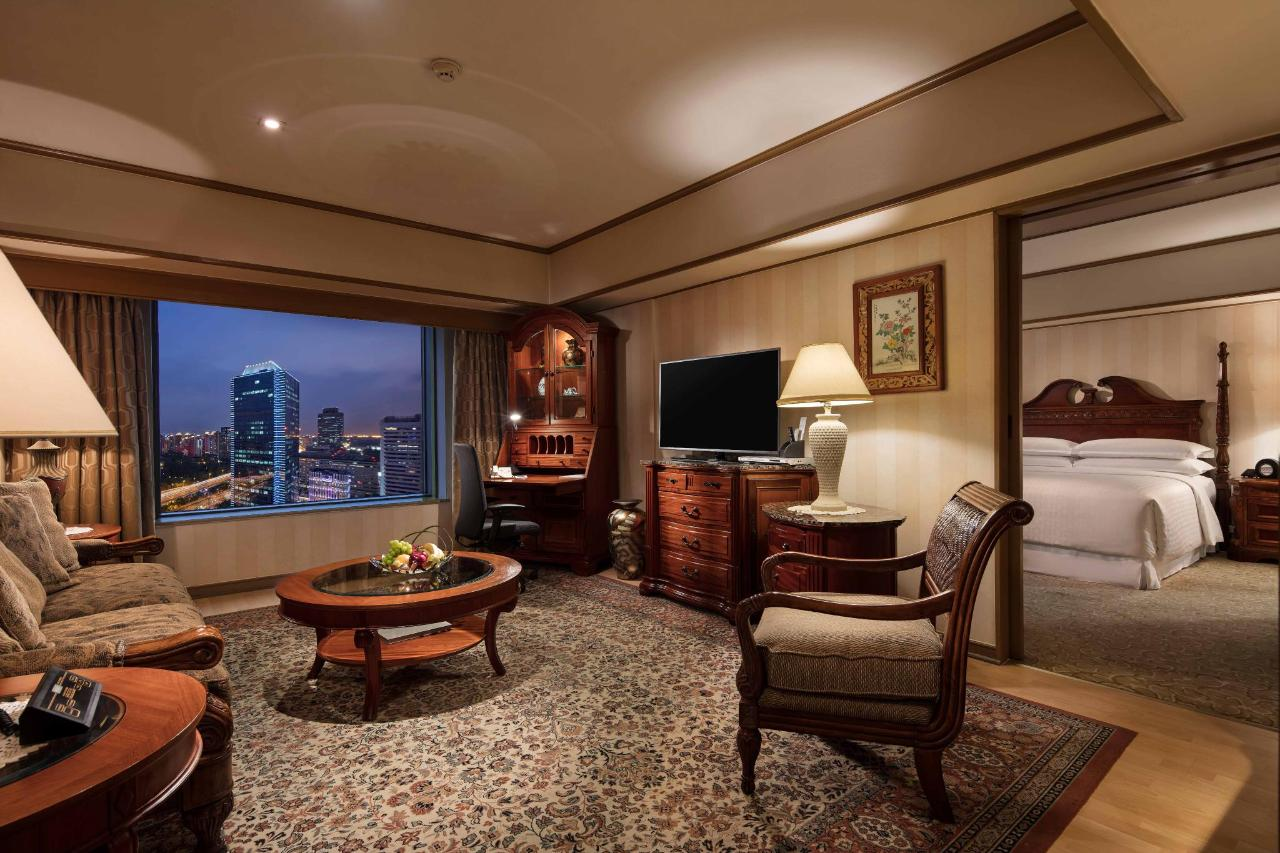 Executive Suite Living Room_at_Hongqiao Jin Jiang Hotel_Shanghai_2.jpg