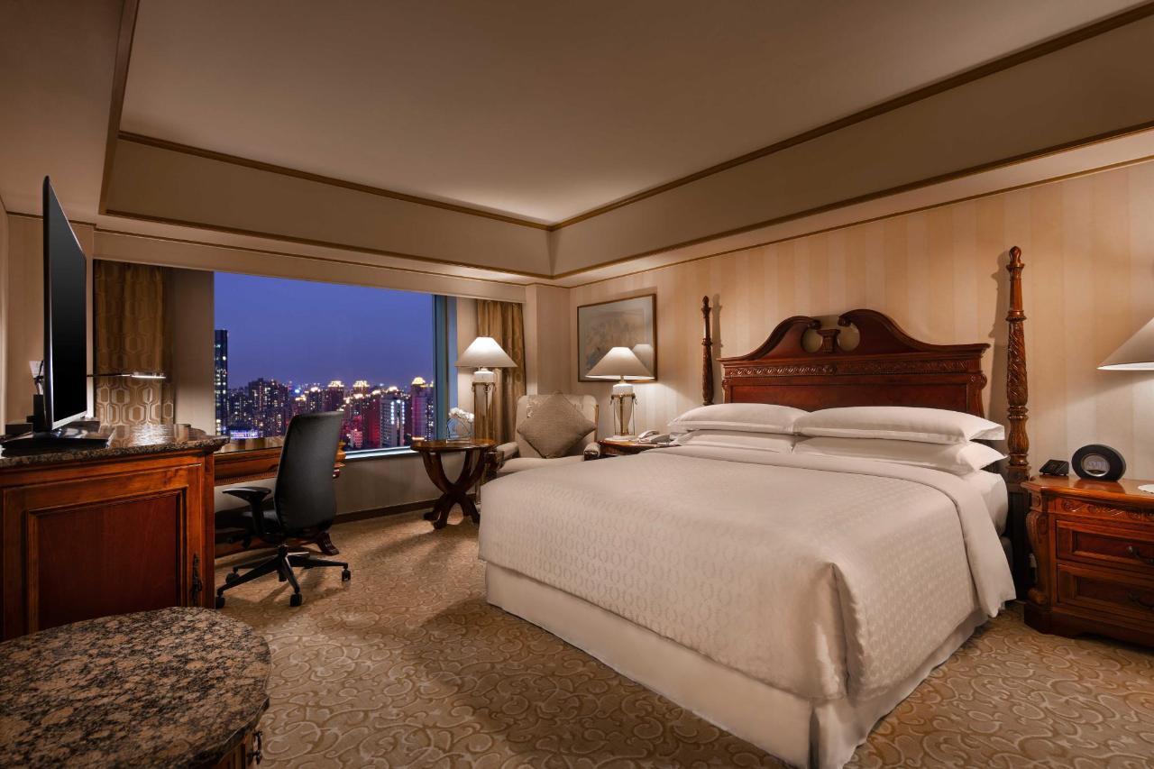 Executvie Suite_Bedroom_at_Hongqiao Jin Jiang Hotel_Shanghai_2.jpg
