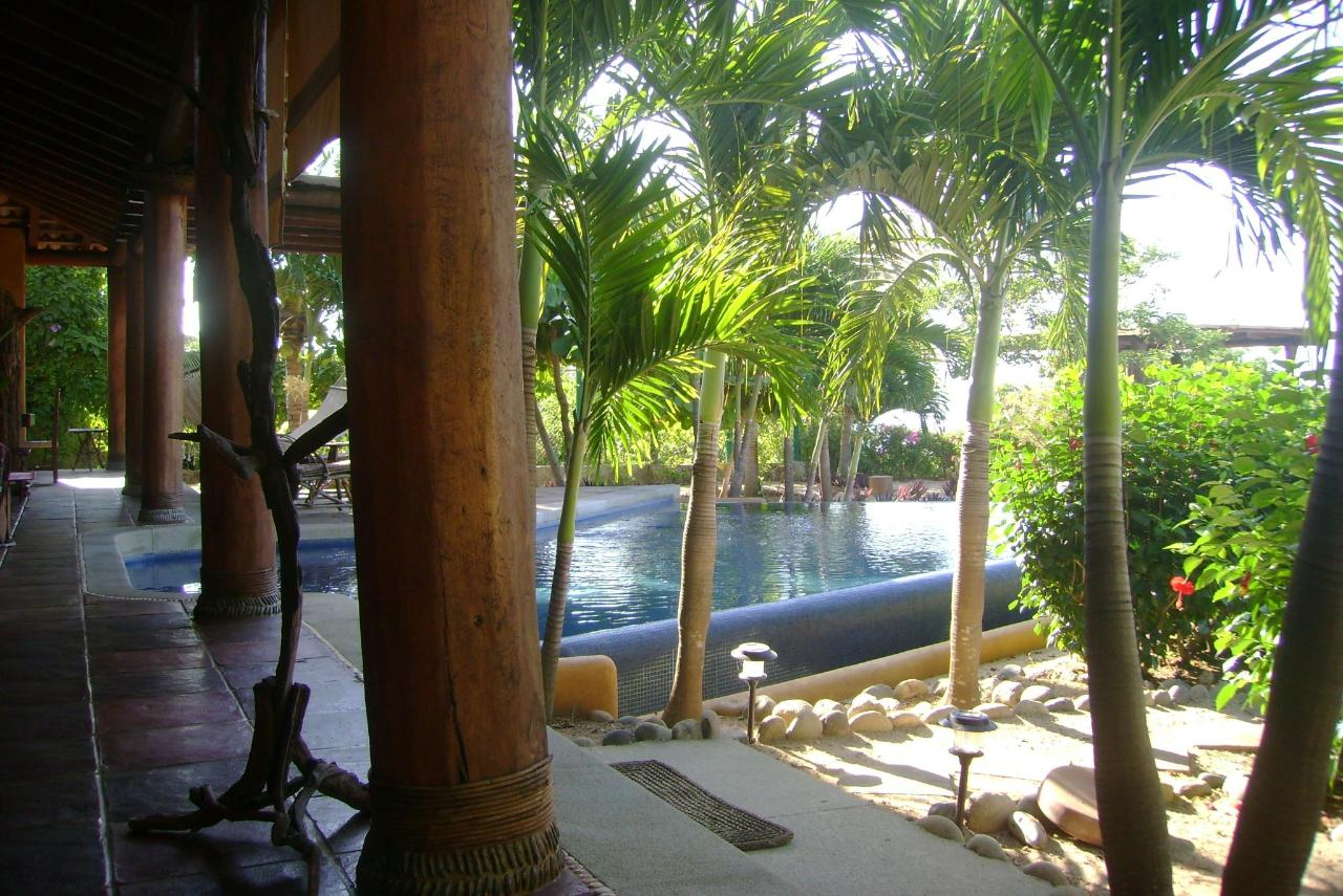 Walkway to Pool.jpg