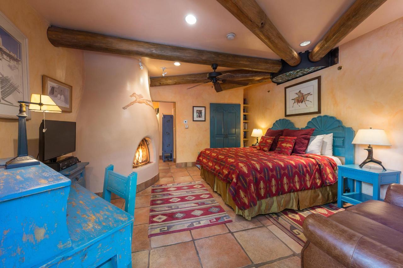 Taos Pueblo Deluxe King Room
