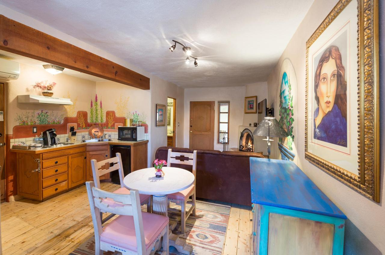 La Loma Studio with Kitchenette and Dining Area