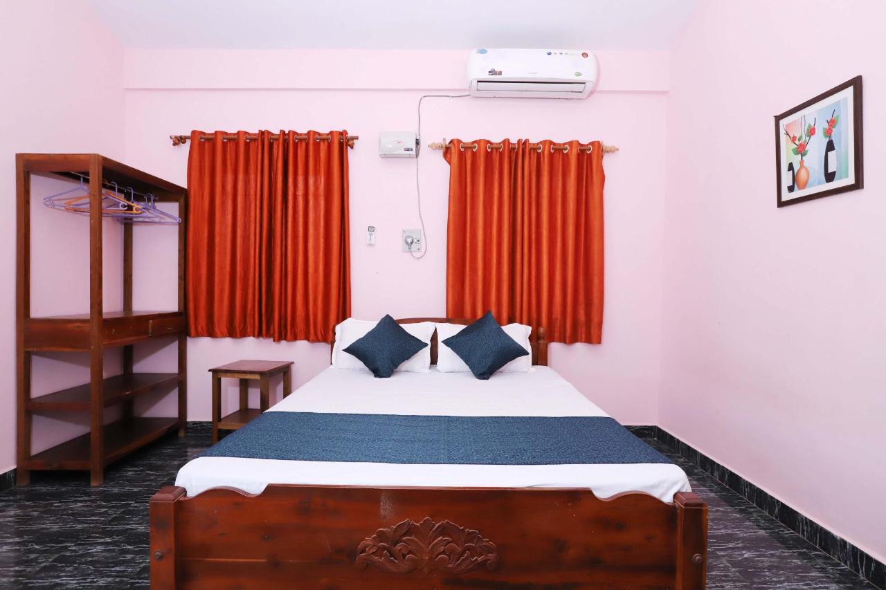 hotel in morjim with kitchen facility.JPG