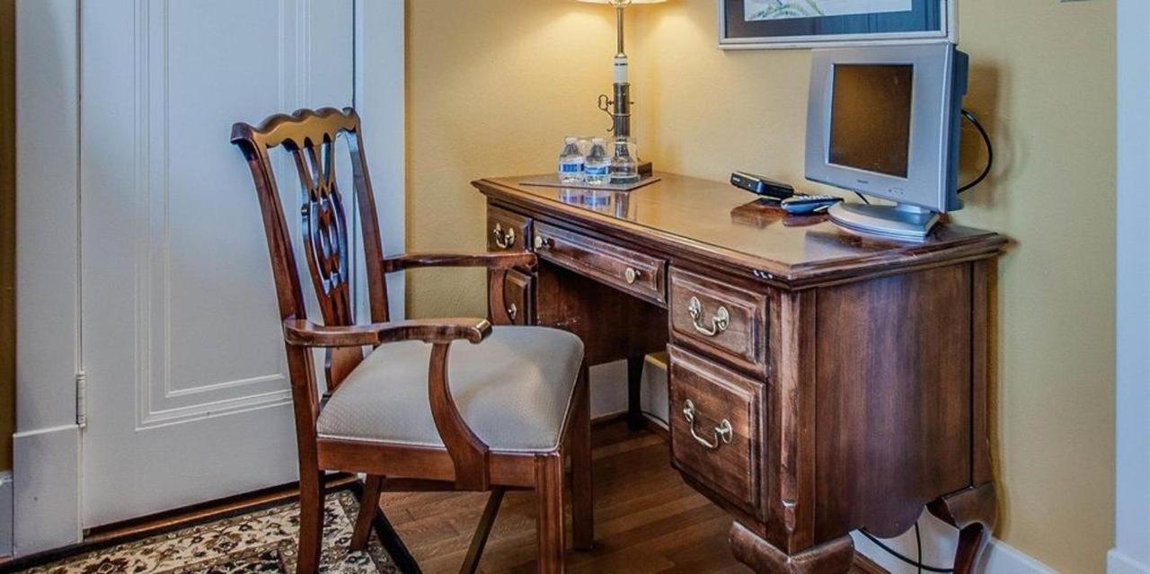 Vacation Rental Table and Chair - Daisy Hill Bed & Breakfast, Nashville, TN