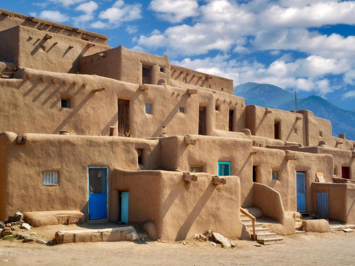 Taos Pubelo buildings.jpg
