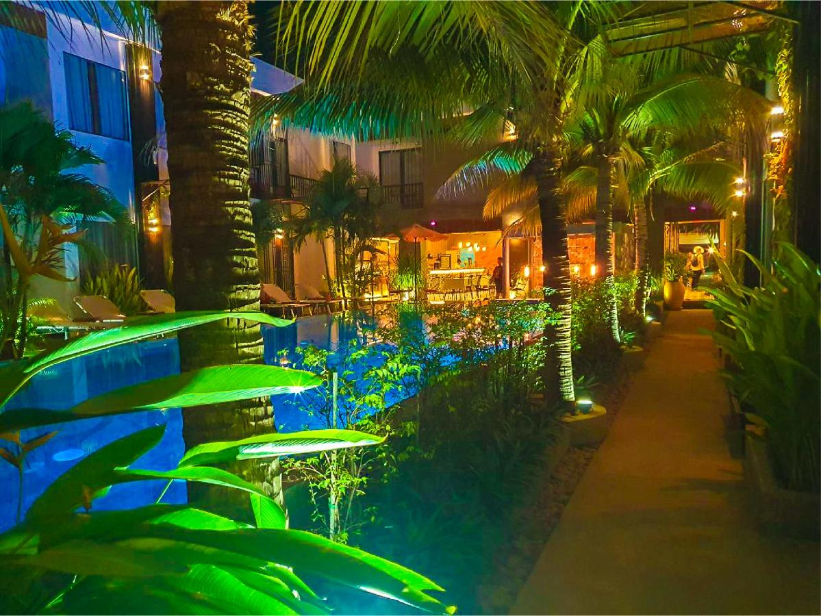 central-indochine-pool-terrace_44.png