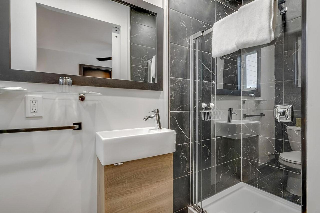 salle de bain #9 deluxe queen.jpg