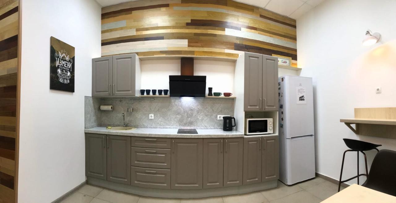 просторная кухня в хостеле.jpg