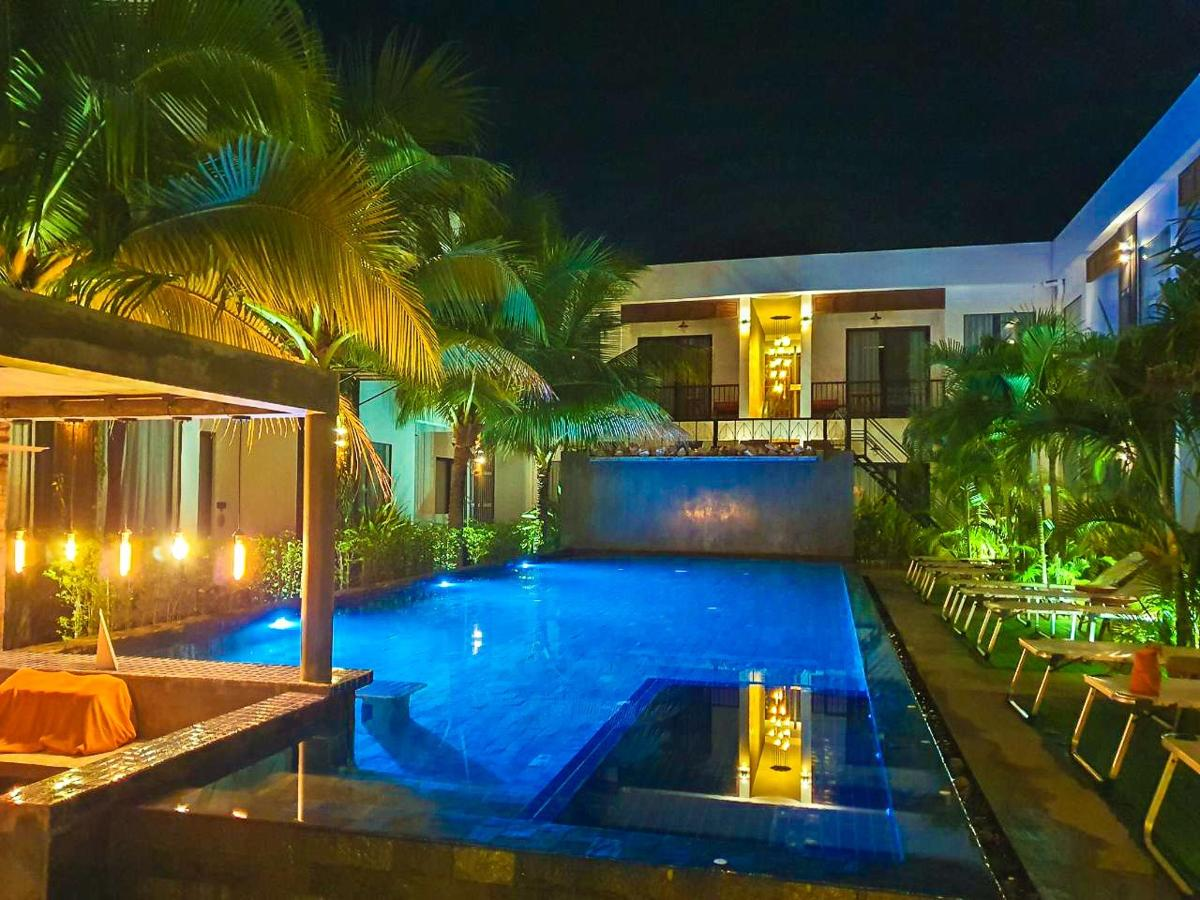 central-indochine-pool-terrace_45.jpg